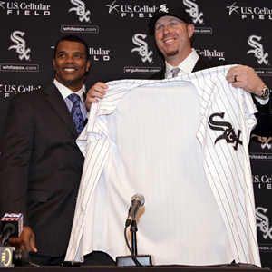 White Sox GM Kenny Williams introduces big free-agent pickup slugger Adam Dunn. (AP)
