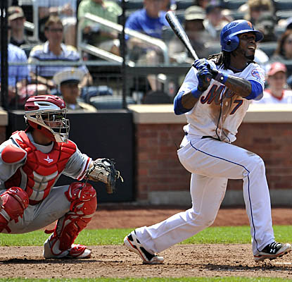 Mets speedster Jose Reyes hits an RBI triple off Phillies reliever Kyle Kendrick in the fifth inning. (AP)