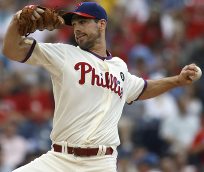 Cliff Lee takes over the NL lead in strikeouts with 107, whiffing seven Cubs in Philadelphia's 7-1 victory. (AP)