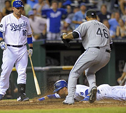 Alex Gordon scores on a wild pitch thrown by reliever Sergio Santos as the Royals top the White Sox in extra innings. (AP)