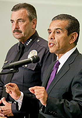 Charlie Beck (left) and Mayor Antonio Villaraigosa announce the arrest of two new suspects in the beating of a Giants fan. (AP)