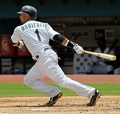 Emilio Bonifacio extends the longest active hitting streak of the 2011 season to 23 games in the Marlins win over the Mets. (Getty Images)