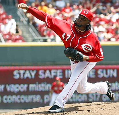 Reds ace Johnny Cueto lowers his ERA to 1.72 in Cincinnati's sweep over the defending champion Giants. (AP)