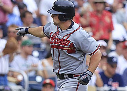 Dan Uggla hits a homer in the fifth, stretching his hitting streak to Atlanta's longest (25) since 1996 (Marquis Grissom, 28).  (AP)