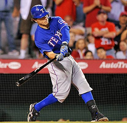Ian Kinsler's tiebreaking single in the eighth inning helps the Rangers win their third straight against the Angels. (AP)