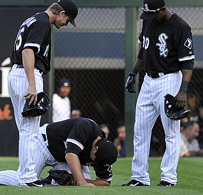 White Sox outfielder Carlos Quentin injures his left shoulder making a diving catch in the first inning.  (Getty Images)