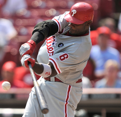 Ryan Howard hits his 30th homer for the Phillies, who complete their first four-game sweep in Cincy since 1916. (Getty Images)