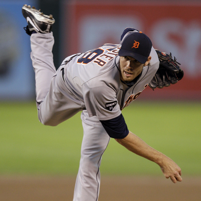 Doug Fister retires 17 straight during one stretch while leading the Tigers to a division-clinching win.  (Getty Images)