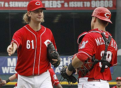 Bronson Arroyo doesn't allow a walk as he improves to 8-0 with three complete games in his last nine starts against Houston. (AP)