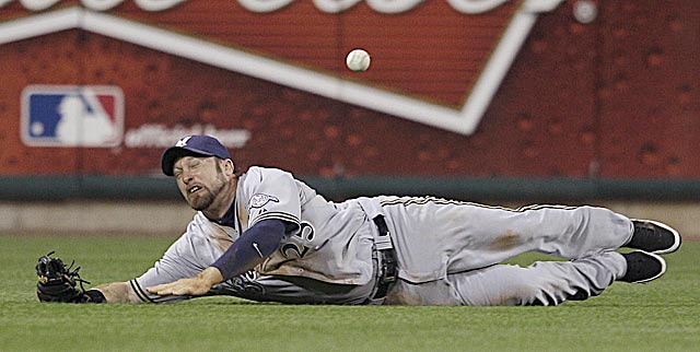 If Mark Kotsay -- or another Brewers outfielder -- catches this ball, maybe the Cardinals don't score. (AP)