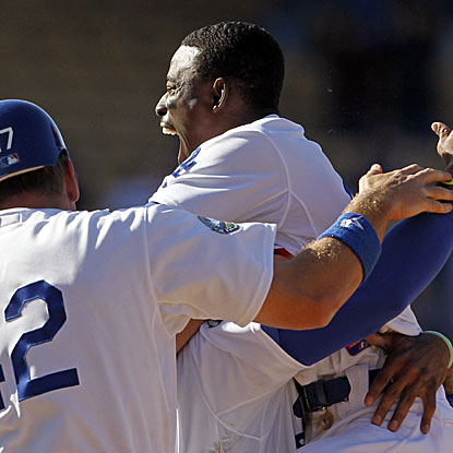 Dee Gordon's two-out single in the bottom of the ninth inning drives home the Dodgers' winning run.  (AP)