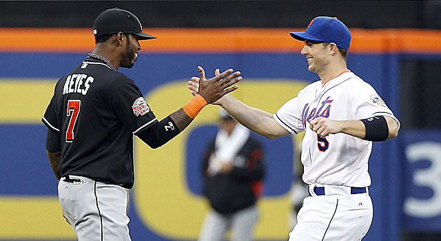 Joes Reyes and David Wright exchange greetings for the first time as former teammates. (US Presswire)