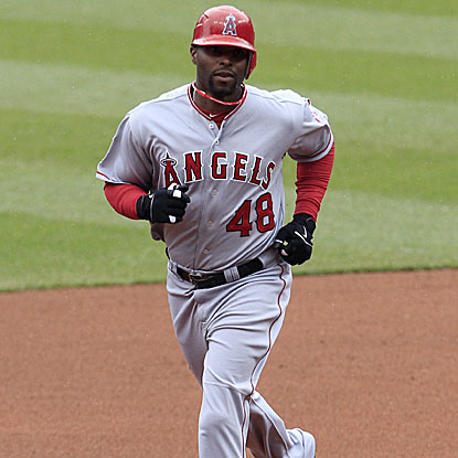 Torii Hunter's solo home run in the fourth inning proves to be the game-winning run for the Angels.  (AP)