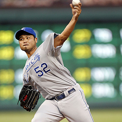 After dropping his previous four starts, the Royals' Bruce Chen wins his second straight decision by beating the Rangers.  (Getty Images)