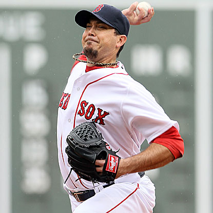 On his 32 birthday, Josh Beckett throws seven shutout innings and strikes out nine to lead the Red Sox over the Mariners.  (Getty Images)