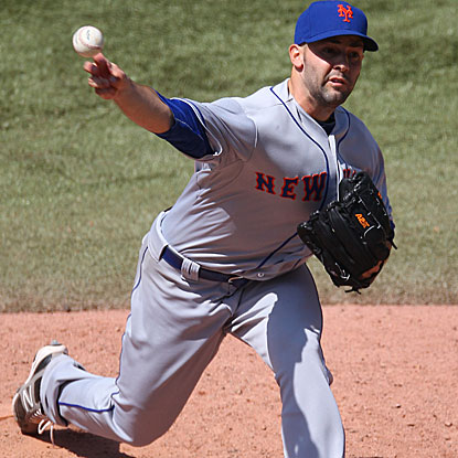 The Mets' Dillon Gee allows three runs in 6 2/3 innings to beat the Blue Jays for his first win in four starts.   (Getty Images)