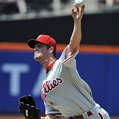 Phillies starter Cole Hamels strikes out six in eight innings to pick up his eighth straight win. (AP)