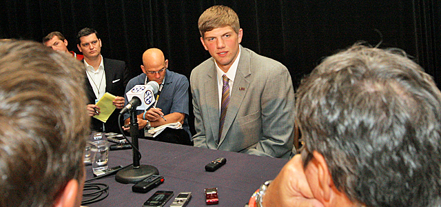 With Mathieu not at media day, Dodd spends time around new LSU QB, Zach Mettenberger. (US Presswire)