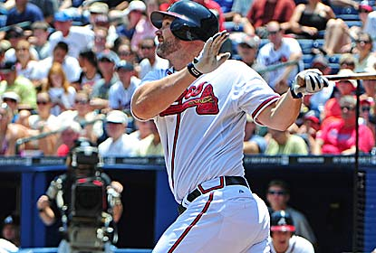 David Ross sends one of the Braves' three hits over the fence as the team bounces back following a tough extra-inning loss. (Getty Images)