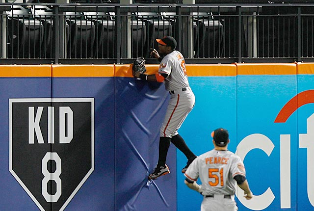 The new wall in Queens prevents Adam Jones from catching Ike Davis' grand slam on June 15. (US Presswire)