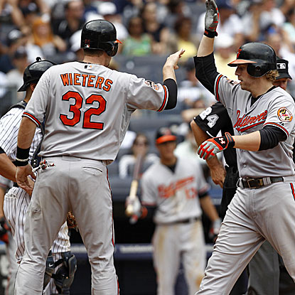 Mark Reynolds hits four homers in the O's' weekend series with the Yankees, including two in Sunday's win. (Getty Images)