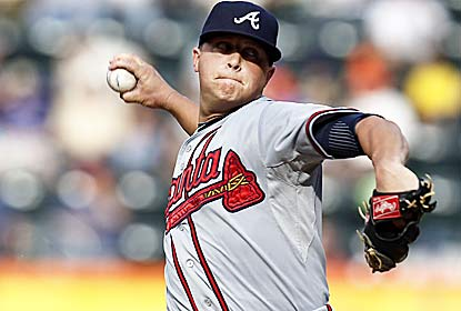 Kris Medlen extends the Braves' scoreless streak to 31 innings for their best string in over 20 years. (Getty Images)