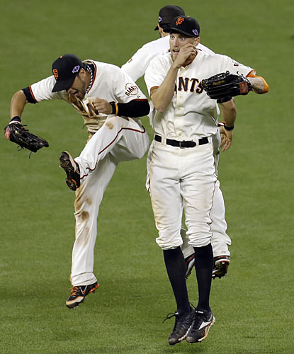 The Giants, who pummel the Cardinals in Game 2, enjoy their first win at AT&T Park this postseason. (AP)