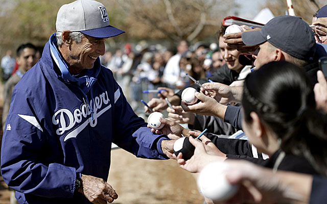 Fans welcome three-time Cy Young winner Sandy Koufax to Dodgers training camp. (AP)