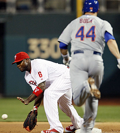 The Mets' John Buck can't beat the throw to Ryan Howard at first during the sixth inning of the Phillies win. (AP)