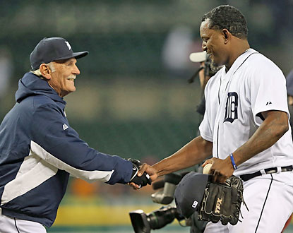 Jim Leyland congratulates Jose Valverde, who notches a save in his first game back with the Tigers. (Getty Images)