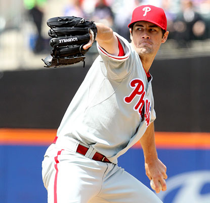 Cole Hamels overcomes wildness (career-high six walks) and previous struggles vs. the Mets to get the victory.  (ULive)