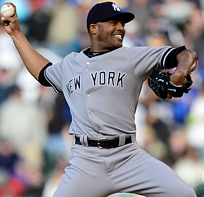 Mariano Rivera finishes off a strong outing from the Yanks' bullpen in a rain-interrupted game.  (USATSI)