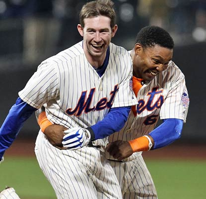 Mike Baxter (left) comes through with his second game-winning pinch hit in three days for the Mets.  (Getty Images)