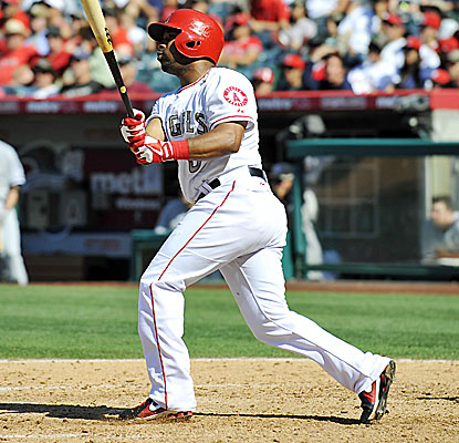 Alberto Callaspo hits a three-run homer in a five-run seventh inning for the Angels against the White Sox. (USATSI)