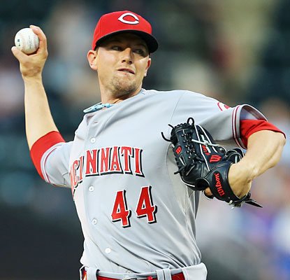 Mike Leake lowers his ERA down to 3.25 after spinning seven shutout innings against the skidding Mets. (Getty Images)