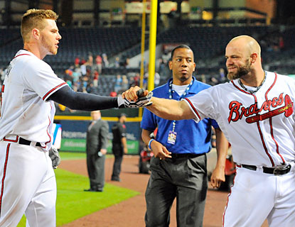 Freddie Freeman (left) and Evan Gattis (right) come through for the Braves, who record their fifth straight win. (USATSI)