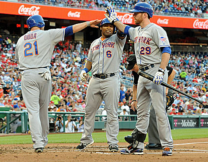 New York's Marlon Byrd (center) homers twice, making him 10 for 18 in his career against Nationals starter Dan Haren. (USATSI)