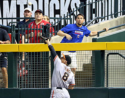 Hunter Pence leaps to make the grab at the wall in the fifth inning of San Francisco's win in Arizona. (USATSI)