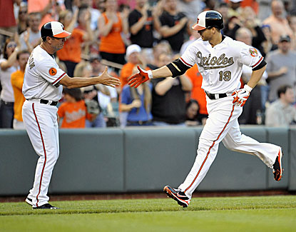 O's third-base coach Bobby Dickerson congratulates Chris Davis after his solo homer in the second inning. (USATSI)