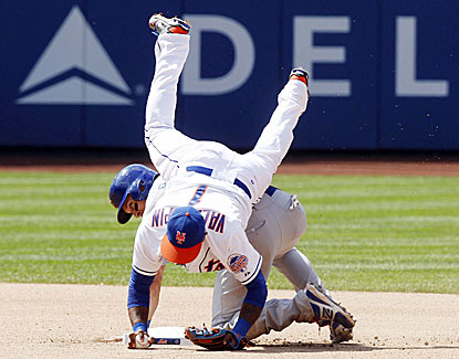 Cubs catcher Welington Castillo crashes into Mets second baseman Jordany Valdespin in Chicago's 5-2 victory. (USATSI)