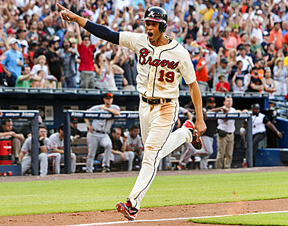 Andrelton Simmons jogs home with the winning run as the Braves rally to win in the ninth. (USATSI)