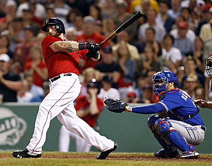 Jonny Gomes singles home Shane Victorino in the seventh to put the Red Sox ahead to stay in a win over Toronto. (USATSI)
