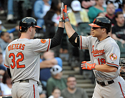 Chris Davis (right) celebrates after hitting his major league-leading 32nd home run in the Orioles' win over the White Sox. (USATSI)