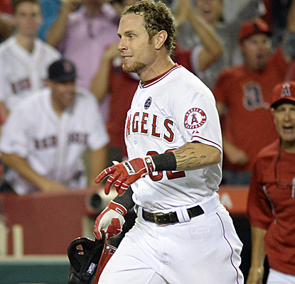 Josh Hamilton caps a late Angels rally with a walk-off homer in the 11th inning to beat the Red Sox.  (USATSI)