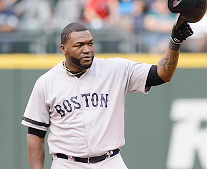 David Ortiz acknowledges the cheers after ending Harold Baines' decade-plus reign as MLB's hits king among DHs. (USATSI)