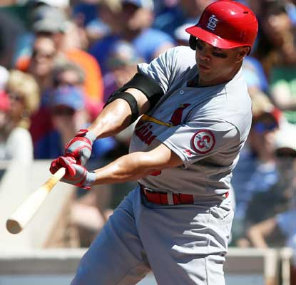 Carlos Beltran tallies three hits and drives in a run as the Cardinals bounce back at Wrigley.  (USATSI)
