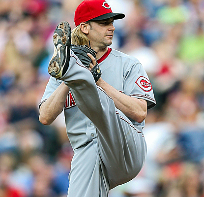 Bronson Arroyo allows just three hits in seven innings of work as the Reds knock off the Braves.  (USATSI)