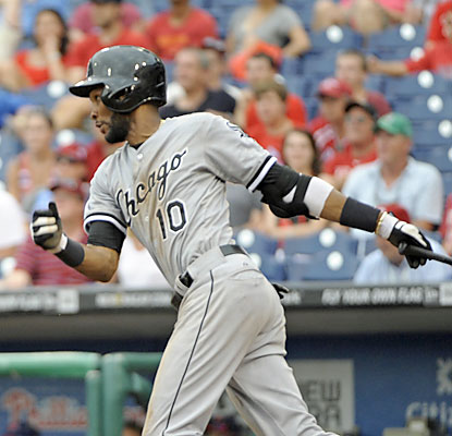 Alexei Ramirez finishes with four hits, including a tiebreaking double to put Chicago ahead in the 11th. (USATSI)