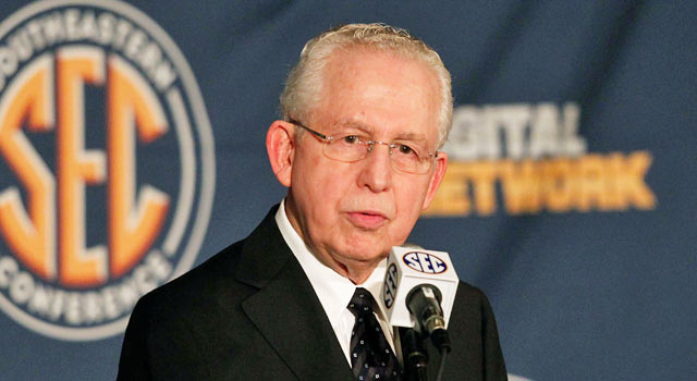 Mike Slive makes it known that if the NCAA does nothing, the conferences will act. (USATSI)