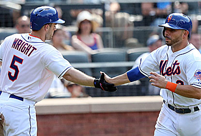David Wright and Omar Quintanilla help snap the Phillies' seven-game win streak at Citi Field. (USATSI)